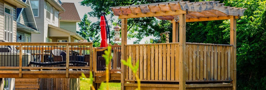 Maison sur pilotis en bois